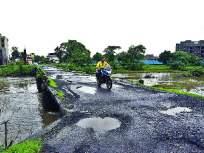 खड्ड्यांमुळे घोट नदीवरील प्रवास धोकादायक