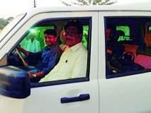 उपवनसंरक्षक झाले वाहन चालकाचे सारथी