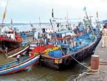 ओखी वादळामुळे रत्नागिरी जिल्ह्यातील किनारपट्टीचे नुकसान, बोटींनी टाकला बंदरात नांगर