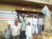 स्वाभिमानी शेतकरी संघटना आक्रमक, कुरुंदवाडमध्ये कारखाना कार्यालयास ठोकले टाळे