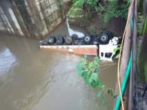 नदीत कोसळलेल्या कंटेनरचा चालक अजून बेपत्ता