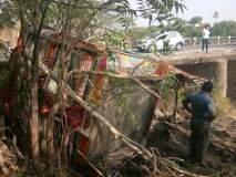 सातारा :कठडा तोडून वाळूचा ट्रक नदीपात्रात, दहिवडीजवळ अपघात; गायब चालकाचा शोध सुरू