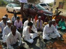 बीड जिल्ह्यात शेतकऱ्यांचे कुटुंबियांसह उपोषण