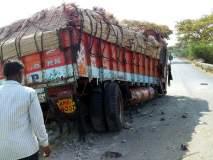 परभणी: करपरा नदी पुलावर आदळला ट्रक