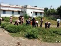परभणी : श्रमदानातून स्वच्छ केला शाळा परिसर