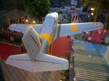 शाळेच्या प्रांगणात बसविण्यात आले वायुसेनेचे विमान