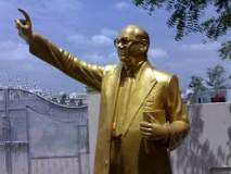 महामानवाला अभिवादन ; पुणे स्टेशन येथील पुतळ्याला अभिवादन करण्यासाठी भीम अनुयायांची गर्दी