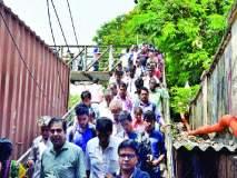 गर्दीच्या वेळी दुर्घटनेची भीती : पाय-यांवर लाद्या नाहीत, मरिन लाइन्सचा प्रवास गंजलेल्या पुलावरून!