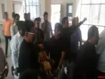 अहमदनगर : श्रीपाद छिंदमविरोधात शिवसेनेनं काळे कपडे घालून केला निषेध
