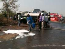 अकोला-अकोट मार्गावर पेट्रोलचा टँकर उलटला; शेकडो लिटर पेट्रोल रस्त्यावर