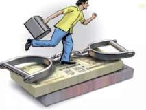 चक्करच्या बहाण्याने  नोकराकडून  ३४ लाख रुपये लंपास