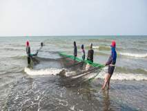 एलईडी मासेमारी बंद करण्याची शिवसेनेच्या आमदारांची मागणी