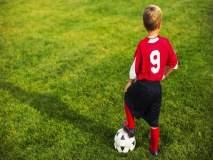 'या' चिमुरड्याचं फुटबॉल कौशल्य पाहून अवाक् व्हाल!