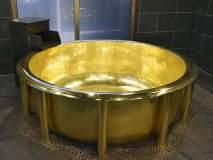 सोन्याच्या बाथटबमध्ये आंघोळ करायचीय? तासाचा खर्च केवळ.....