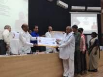 केंद्रीय राज्यमंत्री संजय धोत्रे यांच्या हस्ते आयुष्यमान भारत योजनेच्या 'गोल्डन कार्ड'चे वाटप