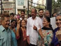 Lok Sabha Election 2019 : गोपाळ शेट्टी यांनी कुटुंबीयांसह बजावला मतदानाचा हक्क