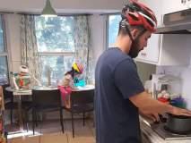 जेव्हा बाळासाठी पूर्ण कुटुंब घरात हेल्मेट घालून फिरू लागलं!