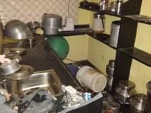 संशयित आरोपींच्या घरावर बुधवारी  जमावाच हल्ला-पूर्ववैमनस्यातून संपूर्ण प्रापंचिक साहित्यासह वस्तूंची तोडफोड