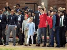 कॅनडाचे पंतप्रधान जस्टिन ट्रुडो क्रिकेट खेळताना