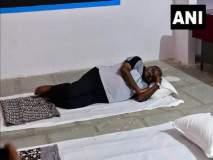 ...जेंव्हा मुख्यमंत्री सरकारी शाळेतील फर्शीवर चादर टाकून झोपतात