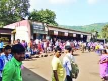 रत्नागिरी : गाड्या दोन तास उशिराने सुटल्याने प्रवासी नाराज