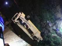 VIDEO- कोल्हापूर- 100 फुटांवरुन मिनी बस पंचगंगेत कोसळली