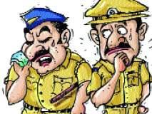 दोन गटातील वादातून पोलिसांना धक्काबुकी : दहा जणांना अटक