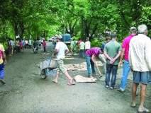 श्रमदानातून भरले कनकेश्वर फाटा-रेवस मार्गावरील खड्डे