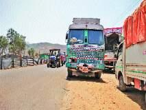 मुंबई-पुणे महामार्ग : थांबणाऱ्या वाहनांमुळे अडथळा