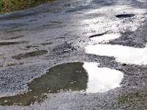 आषाढी वारी ; पंढरपूरातील प्रमुख रस्त्यांवर खड्डेच खड्डे...