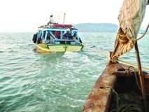 सिंधुदुर्ग : समुद्रात बुडाला ट्रॉलर, सतरा खलाशांना सुखरूप आणण्यात यश