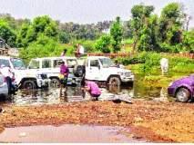 कोयना नदी नव्हे.. सर्व्हिसिंग सेंटर : धुलाईसाठी वाहनांच्या रांगा ,आॅईल, ग्रीसमुळे होतेय जलप्रदूषण
