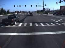सिग्नलला थांबताना योग्य अंतर राखून वाहन थांबवणे हे सर्वांच्याच सुरक्षिततेसाठी आवश्यक