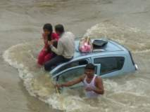 नदीत कोसळलेल्या कारमधील कुटुंबाच्या सुटकेचा थरार