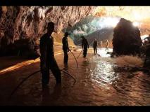 Thailand Cave Rescue थायलंडच्या गुहेत अडकलेल्या १३ पैकी सहा मुलांना सुखरूप बाहेर काढण्यात यश