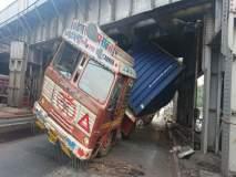 मुंबई : किंग्स सर्कल रेल्वे पुलाखाली कंटेनर अडकल्यानं वाहतुकीचा खोळंबा