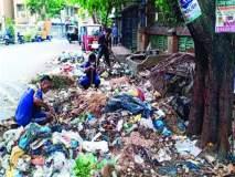 कचऱ्याच्या वर्गीकरणासाठी सफाई कामगारांना जुंपले
