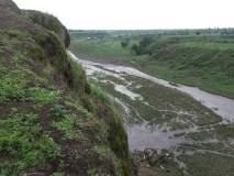 वान नदीला जलकुंभी चा वेढा