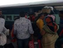 रेल्वे पकडताना १० प्रवासी पडले, परतूर रेल्वेस्थानकातील घटना