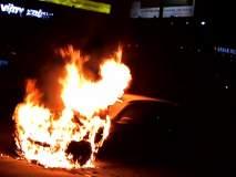 बीएमडब्ल्यूच्या X1 या लक्झरी कारला ठाण्यात आग