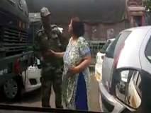 VIDEO : भर रस्त्यात जवानावर हात उगारणा-या 'त्या' महिलेला पोलिसांचा दणका !
