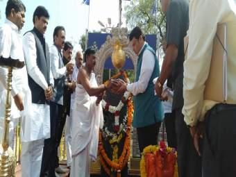 Maratha Reservation : येत्या 15 दिवसांत मराठा समाजाला आरक्षण देऊ, मुख्यमंत्र्यांचं आश्वासन