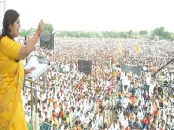 पंकजा मुंडेंचं सीमोल्लंघन... महाराष्ट्राच्या राजकारणाला वळण देणारं शक्तिप्रदर्शन