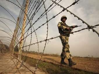 पाकिस्तानी घुसखोरांचा डाव उधळून लावताना सीमारेषेवर 'तीन जवानांना वीरमरण'