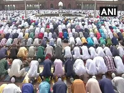 Bakra Eid 2018: देशभरात बकरी ईदचा उत्साह, पंतप्रधान नरेंद्र मोदींनीदिल्या शुभेच्छा