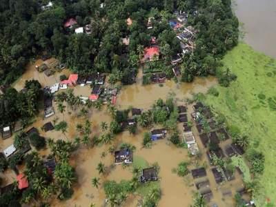 Kerala Floods : केरळच्या मदतीला २४ विमाने,७२ हेलिकॉप्टर, इस्रोचे ५ उपग्रह!