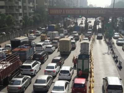 मुंबईच्या तीन प्रवेशद्वारांवर एक महिना टोल नाही; छोट्या गाड्यांना मोठा दिलासा