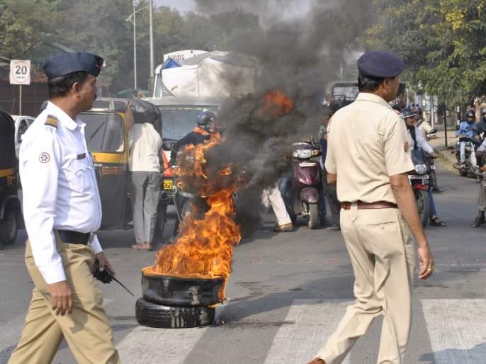 Bheema Koregaon's reaction in Nagpur: pelting stones on the bus, tire burns on road | नागपुरातभीमा कोरेगावचे पडसाद : बसवर दगडफेक ,ठिकठिकाणी टायरची जाळपोळ