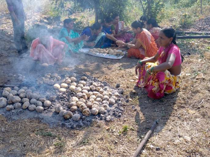 Hot puffs, legumes and tatter flavors; Organizing of pigeon peas during the month of Poush | गरमागरम पानगे, वांग्याची भाजी आणि घट्ट वरणाचा आस्वाद; पौष महिन्यानिमित्त वर्ध्यात वनभोजनाचे आयोजन