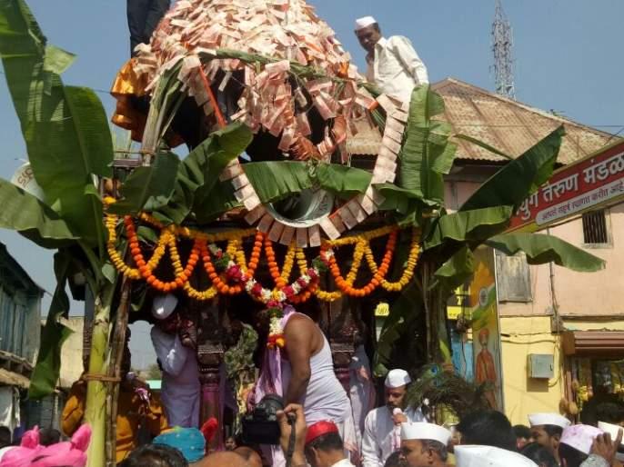 Rath Yatra starts in Aundh, Uda gan ambe rise alarm: presence of thousands of devotees in Maharashtra and Karnataka | औंधमध्ये रथोत्सवास प्रारंभ, उदे गं अंबे उदेचा गजर : महाराष्ट्रासह कर्नाटकातील हजारो भाविकांची उपस्थिती